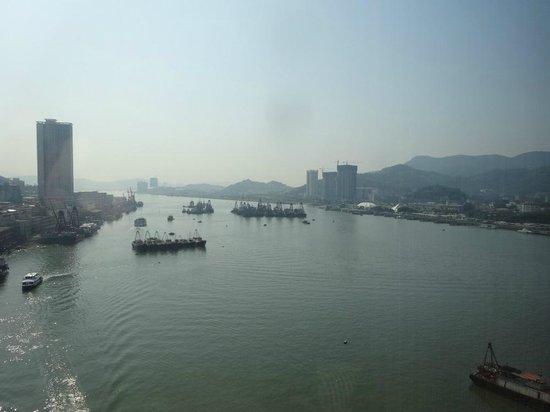 Sofitel Macau At Ponte 16 : Views from corner suite, 832, nice indeed!