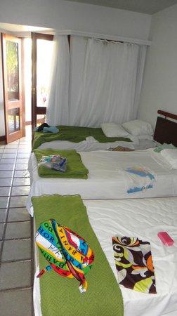 Oceano Praia Hotel: Nossas camas e a porta da varandinha