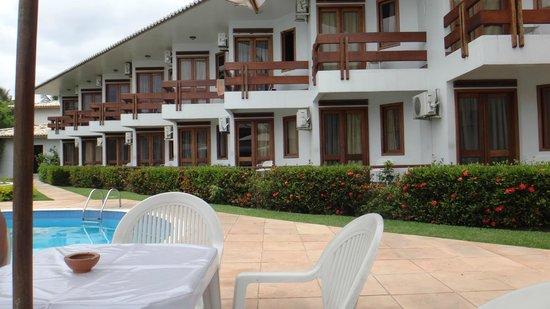 Oceano Praia Hotel: Vista dos apartamentos do 1º e 2º pavimentos que dão para a área da piscina