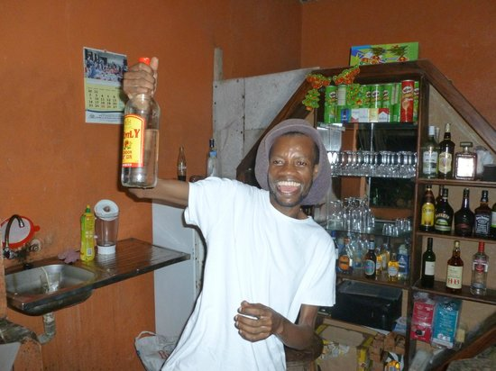 Mbuyuni Beach Village: Rasta man