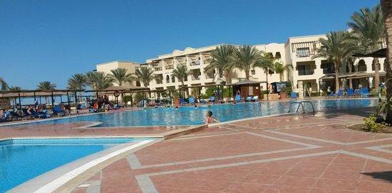 Jaz Lamaya Resort : The pool area