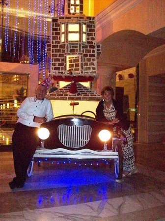 Xperience Sea Breeze Resort: Us two outside hotel lobby with decorated model car