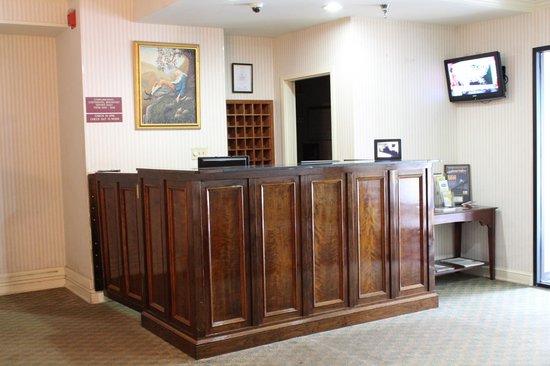St. Charles Hotel: Front Desk