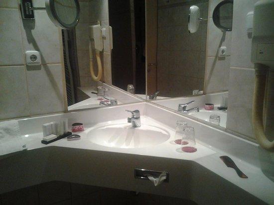 Parkhotel Heidehof: Ванная