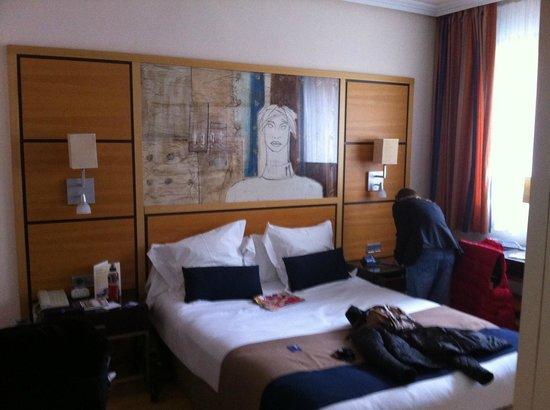 H10 Marina Barcelona Hotel: Bed