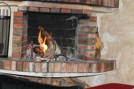 Riad Dar L'Oussia : cheminée coté gauche