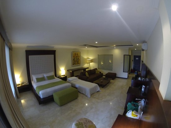 Kamuela Villas and Suite Sanur: Suite room (upstairs)