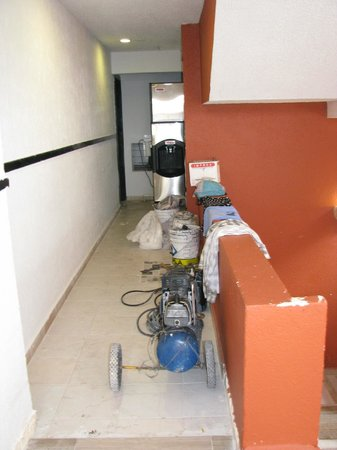 Hard Rock Hotel Riviera Maya: Construction juste à côté de notre chambre
