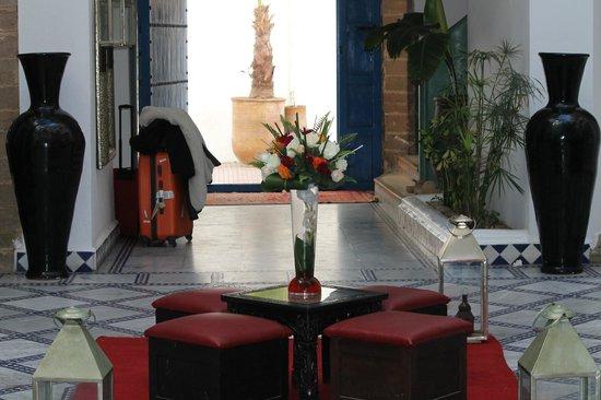 Riad Dar L'Oussia : Entrée de l'hôtel
