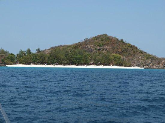 Constance Tsarabanjina: approaching the island