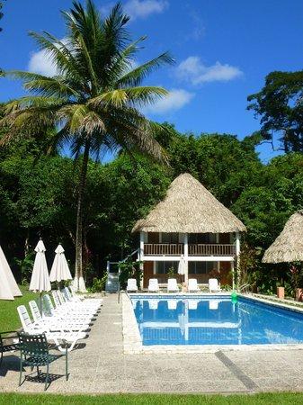 Hotel Tikal Inn: Pool