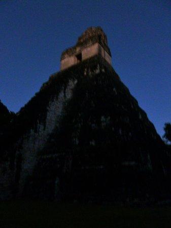 Hotel Tikal Inn: Temple I during sunset tour