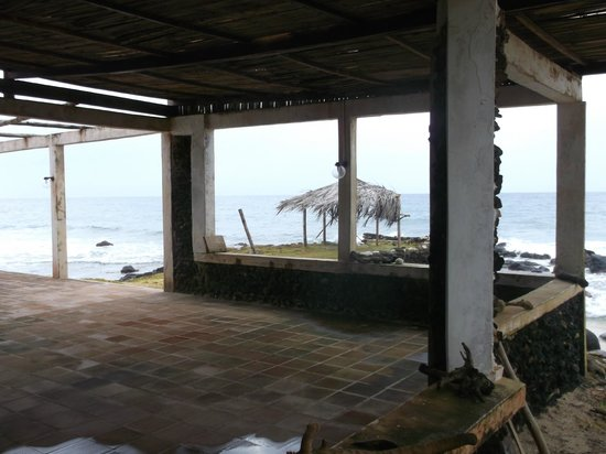 La Princesa de la Isla: abandoned & unsightly buildings on-site