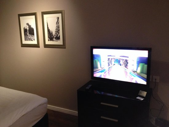 The Royal Hotel: Lovely size tv in room