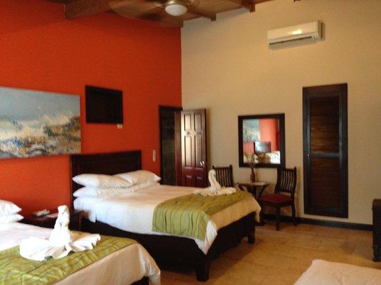 Falls Resort at Manuel Antonio: Habitación