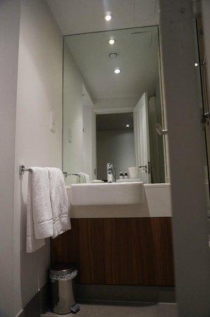 Citadines South Kensington: salle de bain  2 pièces duplex