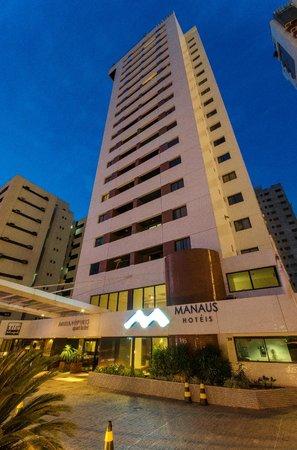 Hotel Adrianopolis: Fachada noturna