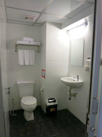 Clover City Center: clean, simple bathroom