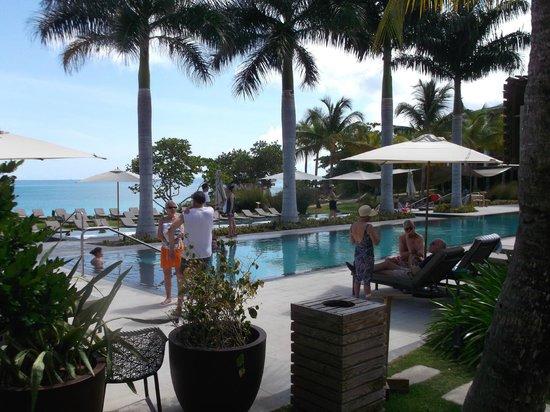 W Retreat & Spa Vieques: busy pool