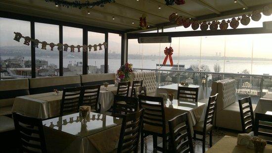 هوتل بروكن كولومن: sala colazione con vista mare