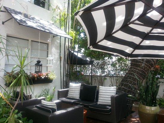 Metropole Apartments: Outside