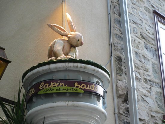 Le Lapin Sauté: The golden bunny