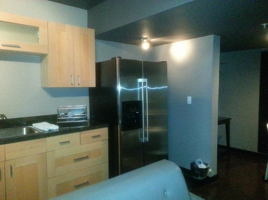 Kitchen area 2 picture of metropole apartments miami for Kitchen 919 reviews