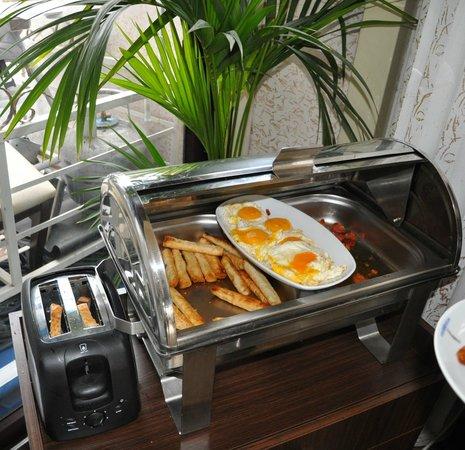 Hotel Broken Column: uova ecc a colazione
