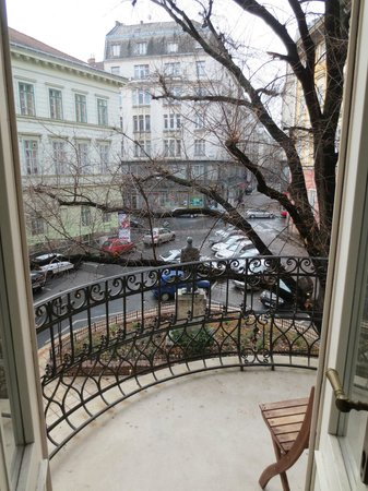 Gerloczy Rooms de Lux: A Room with a Little View