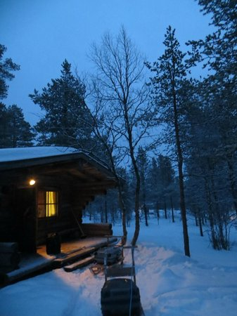 Kakslauttanen Arctic Resort : Our cabin with luggage on a icetrolley