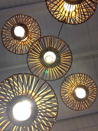 Pacific Marina Inn Airport: Art shot of the lobby lighting