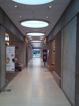 Novotel Paris CDG Airport: Couloir de liaison vers station CDG VAL