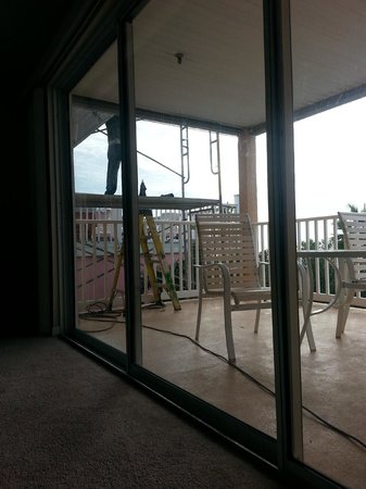 Casa de Playa Condominiums: Construction mess