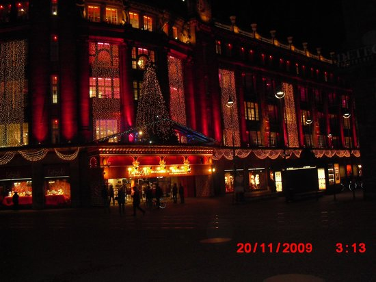 Galeries Lafayette: Christmas time at Lafayette