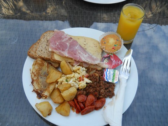 Bergendal Eco & Cultural River Resort: breakfast