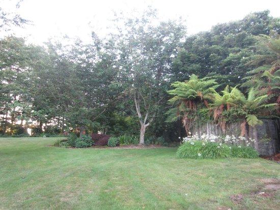 Doolan's Country Retreat: nice landscaped garden