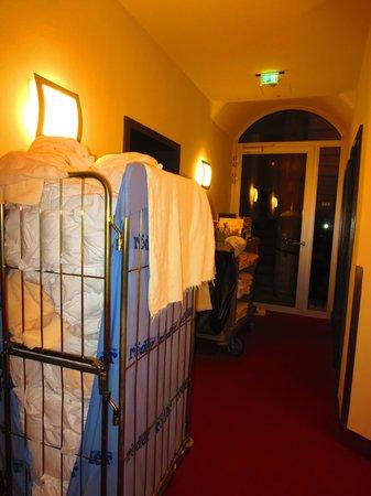 Hotel Victoria: Service Corridor?