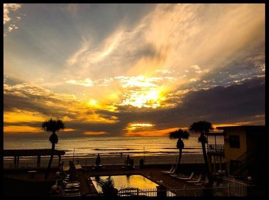 Sails Resort and Apartment Motel: sunset at Sails hotels