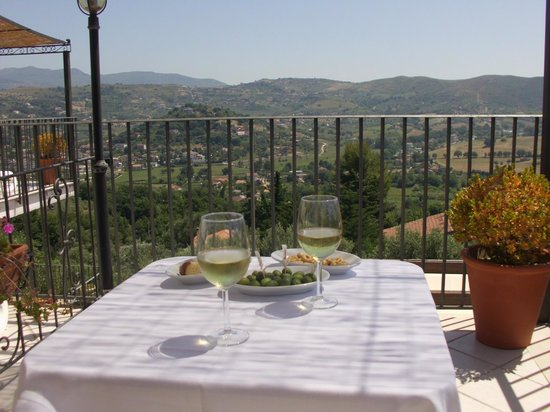 B&B Baia di Trentova: welkomstdrankje & hapje op ons terras