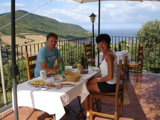 B&B Baia di Trentova: ontbijt op het panoramische terras v/d B&B