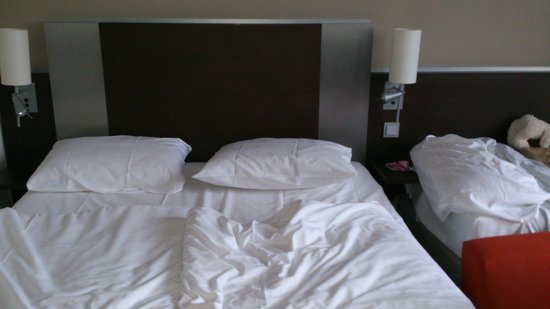 Mercure Hotel Duisburg City: room with extrabed