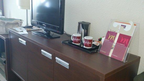 Mercure Hotel Duisburg City: .coffee & tea but no coffee machine.