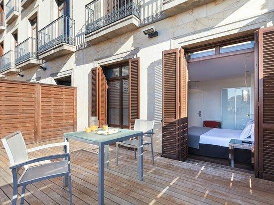 Exe Ramblas Boqueria: Habitación con terraza