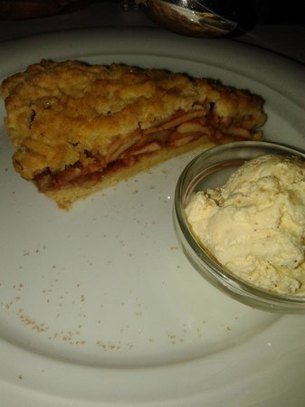 Trilogija : Apple pie with ice cream - something perfect