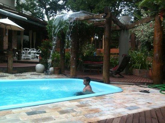 Pousada Sonho Meu: namorado curtindo a piscina