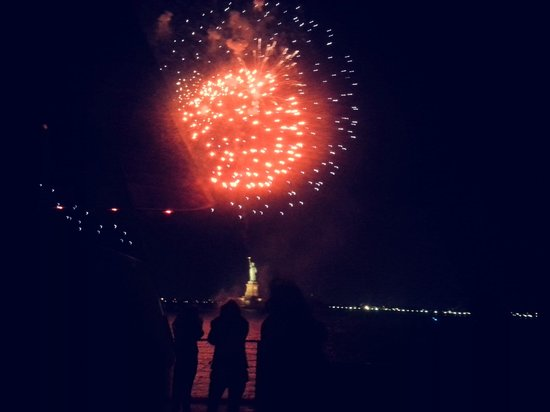 Hornblower Cruises & Events: Fireworks at the Statue of Liberty