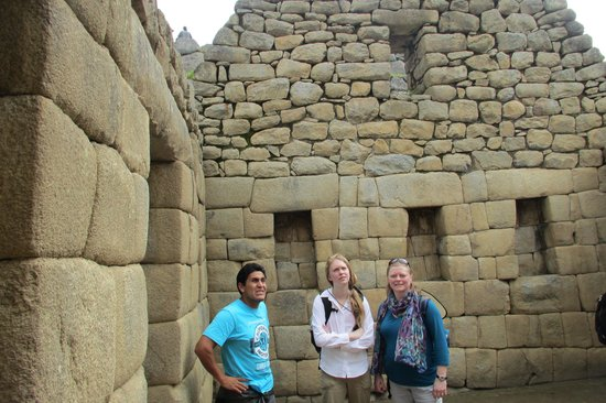 Cultural Immersion Day Tours: Visiting the ruins with our guide