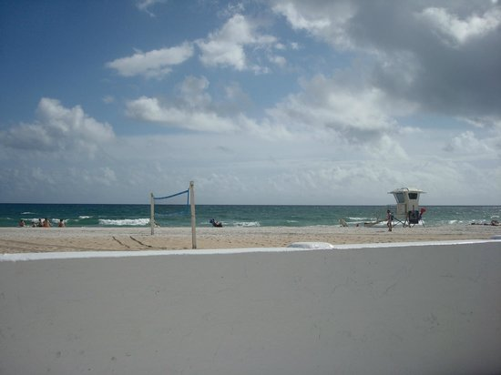 Coral Tides Resort and Beach Club : Beach Volleyball