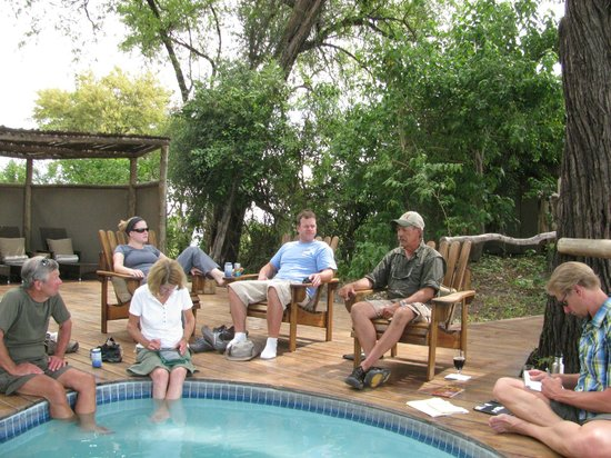 Lagoon Camp - Kwando Safaris : Learning around the pool