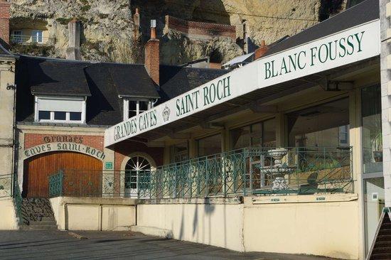 Grandes Caves Saint Roch - Blanc Foussy: Entrée des caves et du caveau
